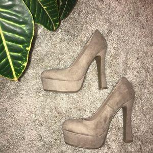 •Shoedazzle• Platform Heels